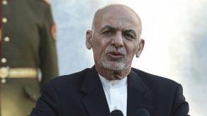 El presidente afgano acepta que continúen en Doha las negociaciones de paz