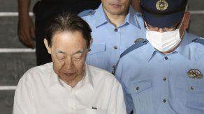 Arrestan a jubilado japonés por asesinar a su hijo