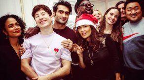 Salma Hayek publica saludo navideño con su nueva familia en The Eternals