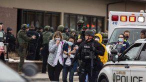Diez muertos en un tiroteo en supermercado de Colorado