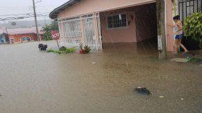 Nuevamente se registran inundaciones en Plaza Valencia