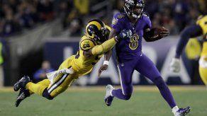 Jackson lanza 5 pases de TD y Ravens aplasta 45-6 a Rams