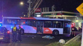 Una pareja que viajaba en una moto pierde la vida, tras un fuerte accidente de tránsito en la Avenida José Agustín Arango, Panamá.