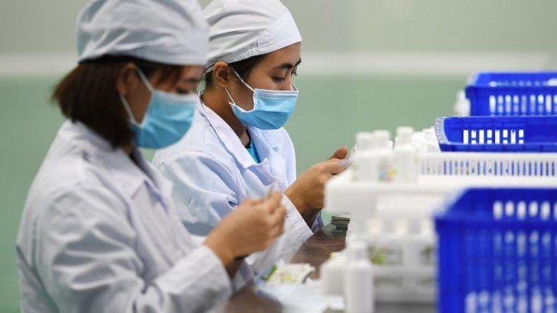 Disminuye ritmo de contagio del coronavirus en China, donde hay casi 1.700 muertos