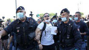 Cientos de negacionistas protestan en Roma contra el uso de la mascarilla