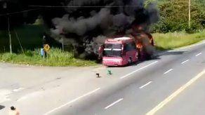 Bus de la ruta Aguadulce-Panamá se incendia en la vía Interamericana