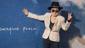 Yoko Ono insta a controlar las armas en 40 aniversario del asesinato de John Lennon