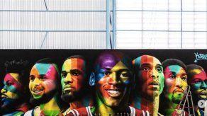 Neymar ha mandado a pintar este mural en su cancha de baloncesto privada
