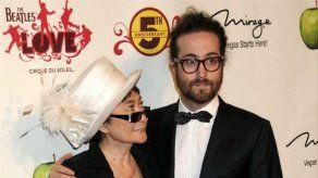 Yoko Ono cede la gestión de sus principales negocios a su hijo Sean