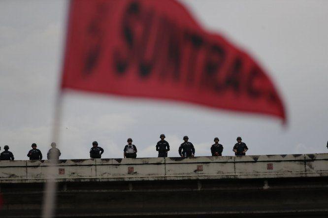 Decenas de detenidos durante protesta social contra reformas constitucionales