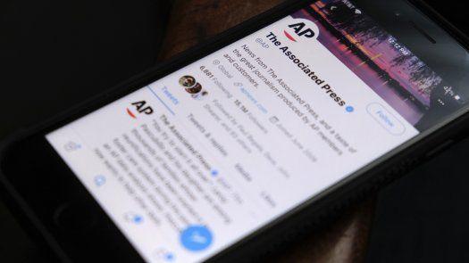 Una periodista de AP fue despedida el mes pasado porque la empresa dijo que sus tuits sobre el conflicto israelí-palestino violaban las normas de la agencia.