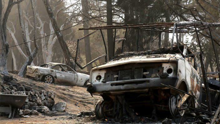 El fuego trae los peores recuerdos a los vecinos de la cercana Paradise, una ciudad que fue arrasada en 2018 por el incendio más mortífero de la historia de California, en el que murieron 85 personas,