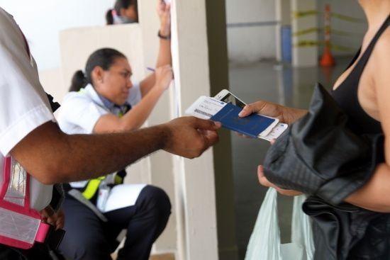 Panamá logra acuerdo con México para evacuar a 3.500 migrantes cubanos