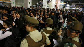 Disturbios por precio del Metro se extienden por Santiago y la ciudad colapsa