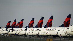 Trump pide al Congreso dar ayuda económica a las aerolíneas