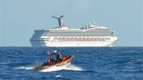 Crucero Triumph de Carnival averiado se dirige a tierra