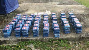 Decomisan 230 paquetes de sustancia ilícita en una lancha en Colón