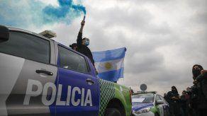 Policías argentinos intensifican reclamos de mejora salarial