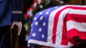 Embajada de EE.UU. en El Salvador cierra por día de luto por muerte de Bush