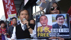 China libera a abogado de derechos humanos