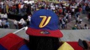Senadores de EEUU presentan proyecto de ley para proteger a venezolanos