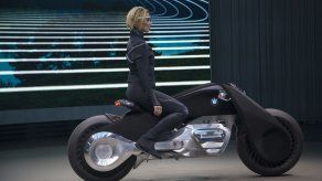 Se autoequilibra y no necesita casco: BMW presenta la moto del futuro
