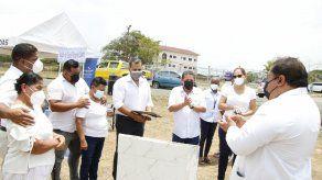 Autoridades en Panamá Oeste rinden homenaje a personal de salud fallecido en pandemia.