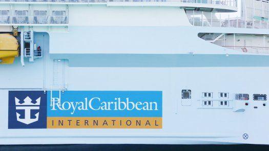 Royal Caribbean Group dijo que requiere que los pasajeros de 16 años o mayores estén vacunados y provean un resultado negativo de coronavirus antes de abordar.