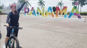 Vicealcaldesa llega al Municipio de Panamá en bicicleta e invita a los panameños a contaminar menos