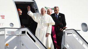 Francisco llega a Santiago