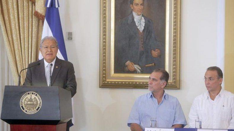 El Salvador recibe a once cubanos a los que negaron acceso el martes