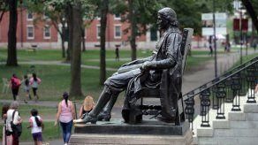 Harvard rechaza ayuda del gobierno federal tras críticas