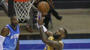 Lakers propinan otra paliza a Rockets