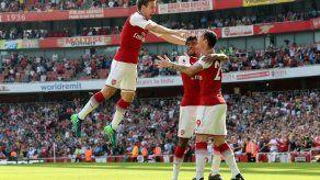 Arsenal golea 4-1 al West Ham en inicio del adiós de Wenger