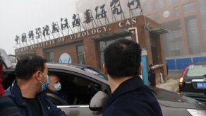 OMS sigue buscando respuestas en Wuhan y la UE se plantea administrar vacunas china y rusa