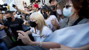 Fanáticos de Maradona marchan en Buenos Aires por justicia