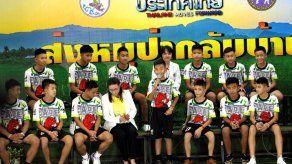 Jamaica invita a los doce niños y monitor atrapados en una cueva en Tailandia