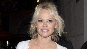 Pamela Anderson trató de reunir a Adil Rami y su ex sin saber que ya estaban juntos