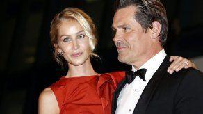 Josh Brolin hace alarde de su prometida en Cannes