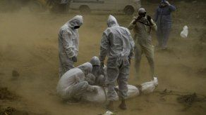 Al menos 1.012.093 muertos por covid-19 en el mundo