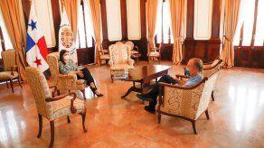 Meana se reúne con Fábrega días después de dejar el cargo de Gobernadora