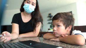 Cierre de escuelas se prolonga y desafía paciencia de padres e hijos en Panamá