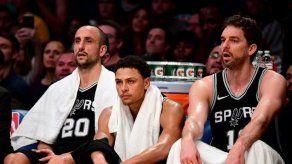 Spurs logran triunfo vital ante Thunder en noche especial para Ginóbili