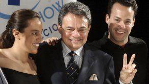 AMLO exhorta a familiares de José José a que le rindan homenaje en México
