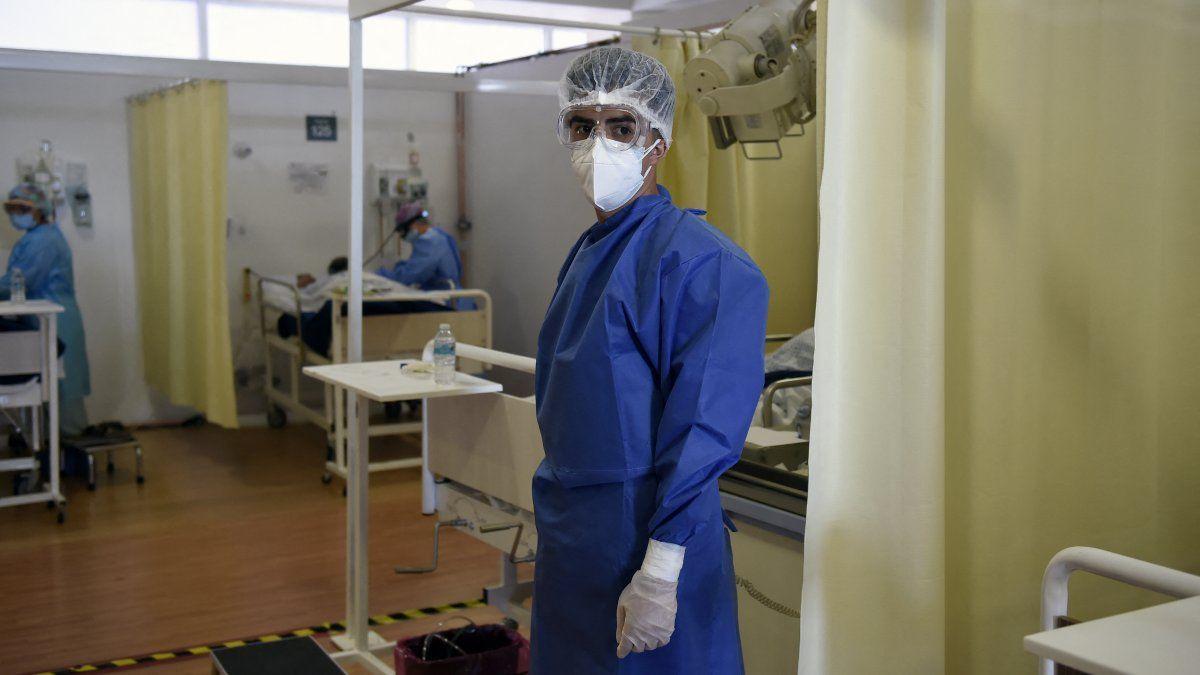 Las infecciones por covid-19 llenan hospitales en ciudades como Sao Paulo, en Brasil, así como en Bolivia, Chile y Uruguay, en particular con pacientes más jóvenes de entre 25 y 40 años.