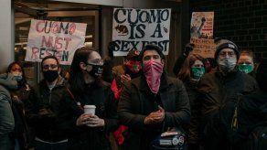 Crece presión para que dimita el gobernador de Nueva York