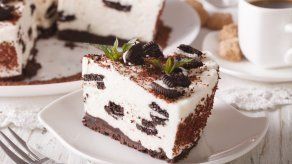 Cheesecake de galletas de chocolate con relleno de vainilla