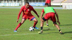 Blas Pérez no entrenó con la selección por molestias