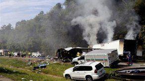 Mueren 8 personas en choque de autobús en Tenesí