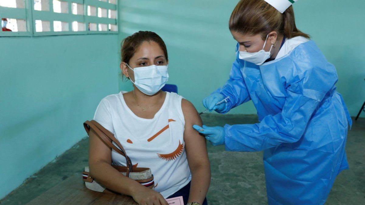 El presidente Cortizo anunció que en los meses de julio, agosto, septiembre, se va a estar vacunando a las personas de 40 años para arriba en múltiples circuitos a la vez.